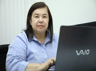 Reitora Valéria Correia recebe homenagem no TRT