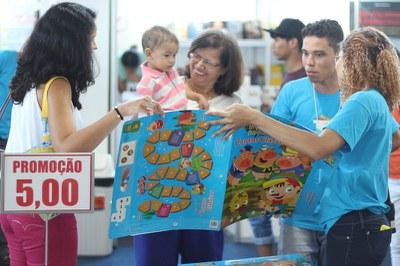 Estudantes atuam como monitores na 8ª Bienal Internacional do Livro de Alagoas