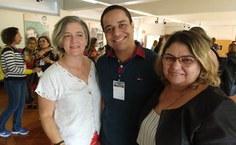 Nadson Araújo, aluno do PPGE da Ufal, entre as professoras Neiza Fumes (esq) e Maria Auxiliadora (dir)