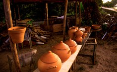 Arte ceramista da artesã Paula da Caqueira