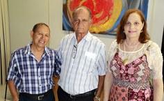 Manoel, ao lado dos amigos Edmilson Pereira e Diana Monteiro, companheiros de trabalho