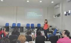 Melissa Menezes explica os instrutores os detalhes do Plano