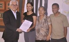 Ana Cristima comemora a posse  junto com a família