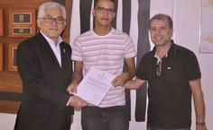 Danilo Cândido Vieira foi recepcionado pelo diretor da Feac, Anderson Dantas, unidade onde ele ficará lotado