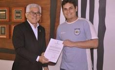 Diego Arcanjo, assistente em administração