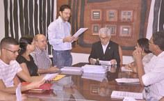 O diretor-adjunto do DAP, Thiago Soares, fez a leitura dos Termos de Posse