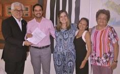 Rodrigo Alessandro Rocha Monteiro divide com a família a alegria de tomar posse na Ufal