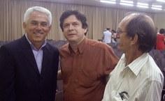 Ex-reitor, Rogério Pinheiro (primeiro à direita), prestigiou a solenidade