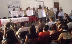 grupo de estudantes que promoveu o apitaço