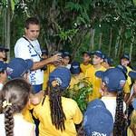 Alunos participam de ação de reflorestamento da mata ciliar