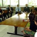 Alunos recém-chegados de Portugal se reúnem com gerentes do programa Santander Universidades