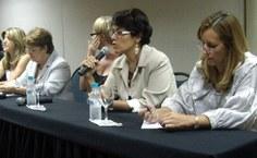 Anamélea Campos, coordenadora da UAB, fala aos presentes