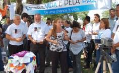 Simone Sampaio, representando as mães que perderam seus filhos assassinados