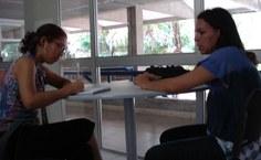 Flávia concede entrevista à assessoria de comunicação
