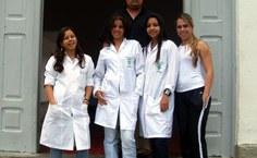 Coordenador do Pólo, Thiago Barros, e alunas