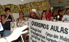 Alunos protestaram contra falta de professores