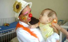 Crianças de todas as idades recebem uma boa dose de calor humano