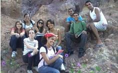 Alunos em aula de campo de Geologia