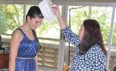 Vice-reitora confere grau a Bruna Catarina