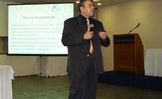 Professor Luis Paulo Mercado apresenta a UAB na Ufal