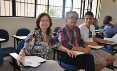 Coordenadora do curso de Medicina Yasmim Albuquerque e o diretor da Famed, Francisco Passos, durante a abertura do evento