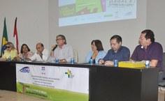 Pró-reitor de Extensão, Eduardo Lyra, presidiu a mesa de abertura