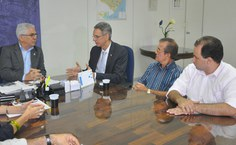 Reitor Eurico Lôbo, secretários Eduardo Setton, diretor do Ceca, Paulo Vanderlei, e o secretário de Agricultura, Henrique Soares