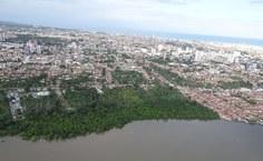 Maceió feita do lado oeste. Na frente, lagoa Mundaú. (Foto: equipe do MEP)