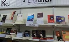 Edufal levou vários títulos para o estande da Abeu instalado na Bienal de São Paulo