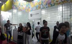 Jornalistas da Ascom da Ufal visitaram  a Sala de Imprensa e se reuniram com representantes da empresa responsável pela divulgação do evento