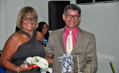 Ester Magalhães recebe homenagem do professor Artur da Silva Neto