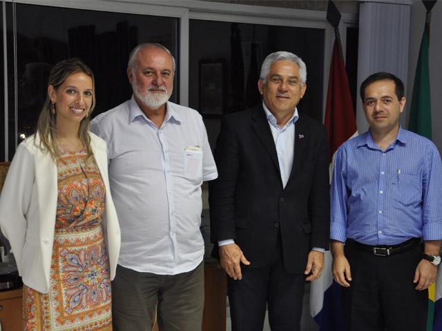 Reitor da Ufal recebe representante do Universia Brasil