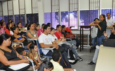 Palestra sobre Libras na educação no Auditório do Cedu