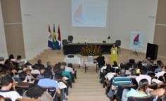 Pró-reitora Simoni Meneghetti faz apresentação do programa da Ufal