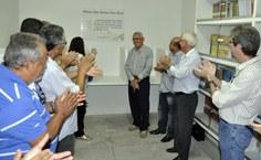 Homenageado, o professor Francisco Vieira Barros dá nome à Biblioteca