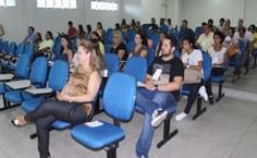 Estudantes e professores durante palestra de abertura do EECM