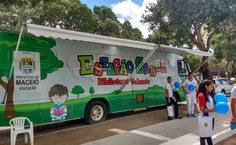 Ônibus Estação do Saber recebe crianças e jovens na SBPC