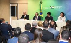 Reitor Josealdo Tonholo discursa após posse no MEC