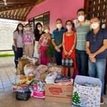 HU doa meia tonelada de alimentos para Casa Rosa de Maceió