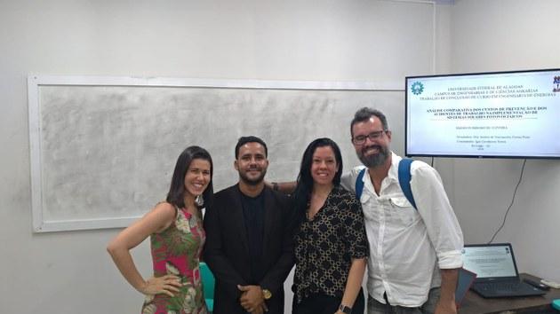 Orientado pela professora Andréa Vasconcelos, Emerson Ribeiro apresentou o trabalho Análise comparativa dos custos de prevenção e dos acidentes de trabalho na implementação de Sistemas Solares Fotovoltaicos
