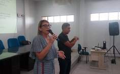 Edineide Silva e intérprete Maykew Douglas