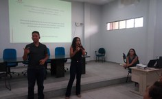 Monitora Thamires Campos e Intérprete Maykew Douglas