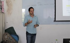 Professor Emerson Soares, apresentando resultados do laudo.jpg