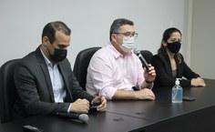 Secretário Silvio Bulhões, professor Fábio Guedes e a pró-reitora Ariana Albuquerque, da Uneal